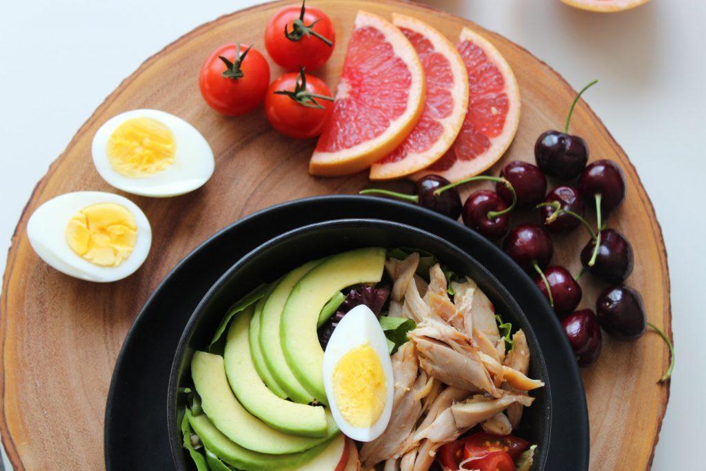 Une alimentation saine pour réduire la production de cortisol - blogue de l'Académie des QuantaPraticiens Internationale